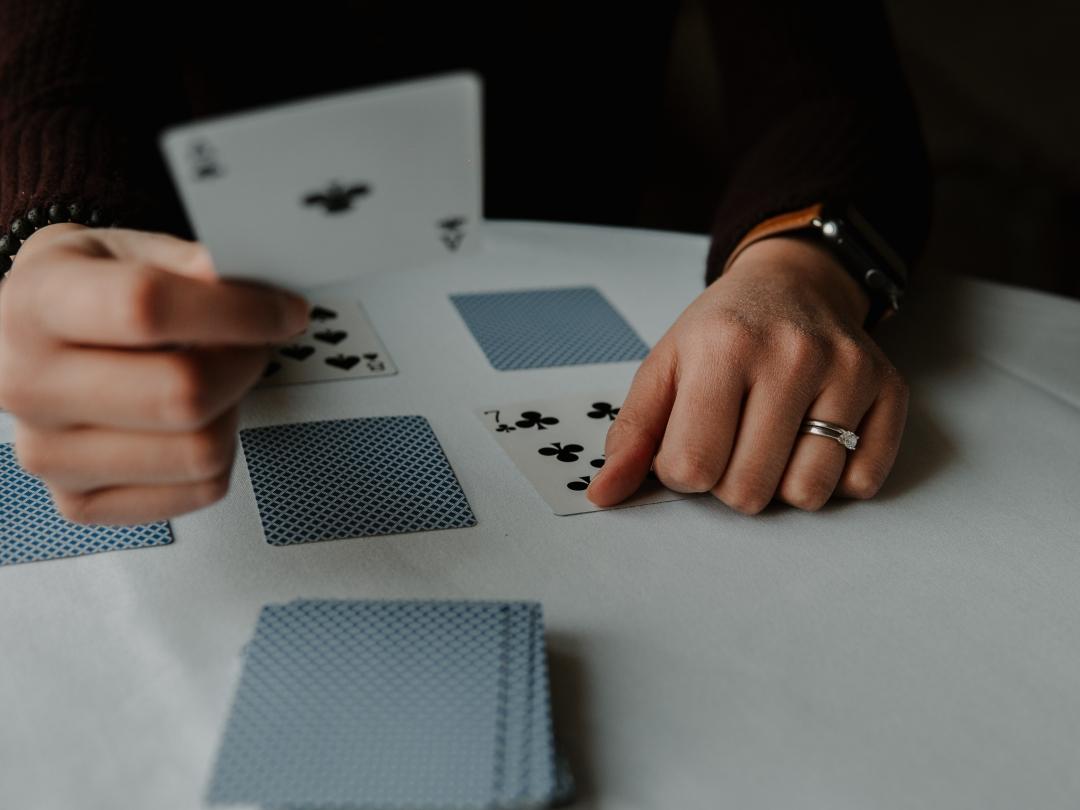 jogando paciência cartas